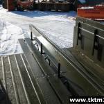 монтаж средней скамейки в бортовой автомобиль (2)